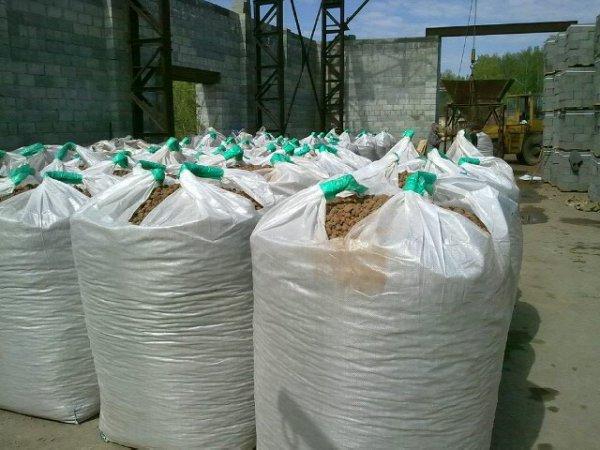 Мы выполняем поставки керамзита как в мешках, так и насыпом.