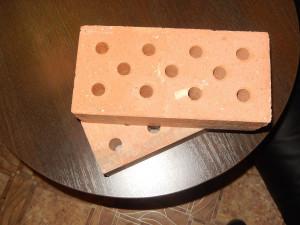 Фундаментный кирпич подходит для незаливных и комбинированных фундаментов