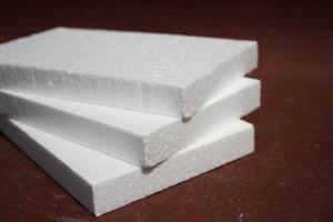 Пенопласт - недорогой, практичный материал, который может использоваться даже в утеплении старых зданий