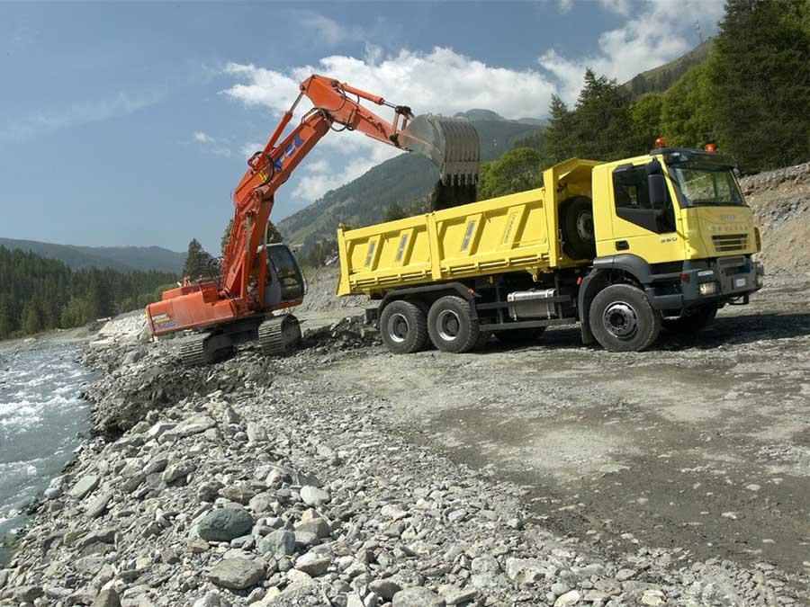 Щебень применяется при строительстве автомагистралей и дорожного полотна