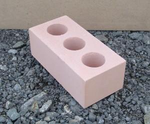 Силикатный кирпич используется для облицовки построек