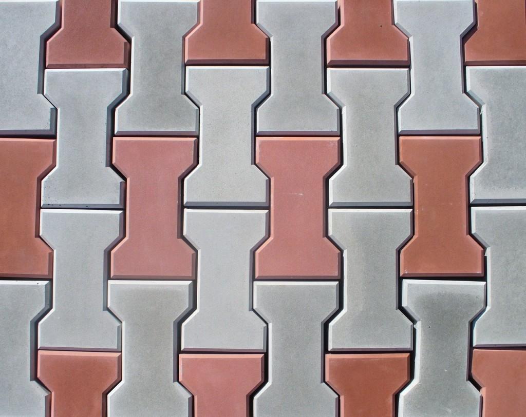 Вибролитьевая плитка отличается разнообразием форм и цветов